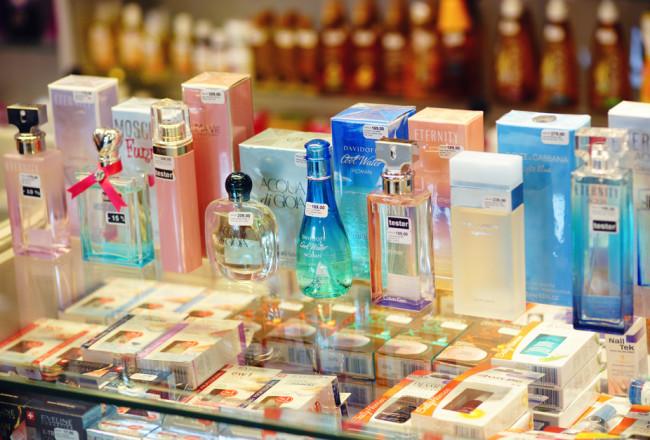 Zapachy z kategorii świeżych, owocowych i kwiatowych.
