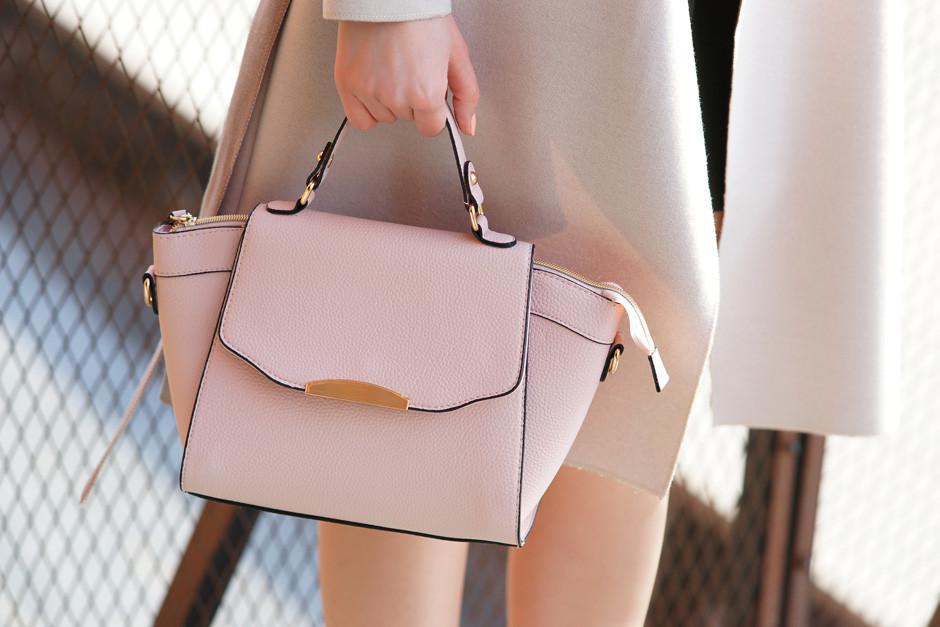 pudrowo różowa torebka