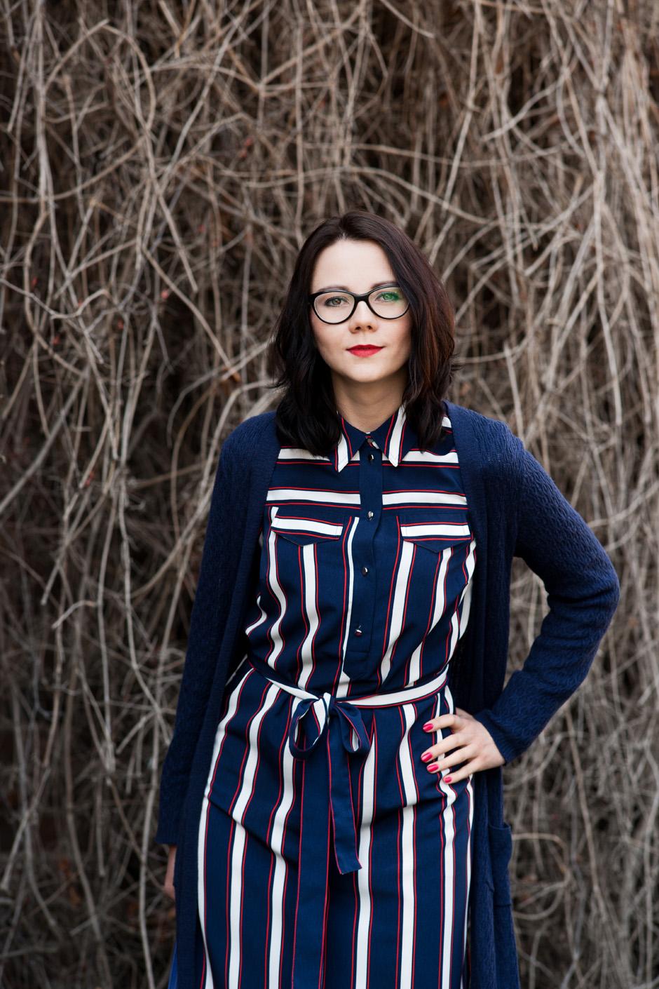 innooka stylizacja szmizjerka długi sweter wiśniowe szpilki (4)