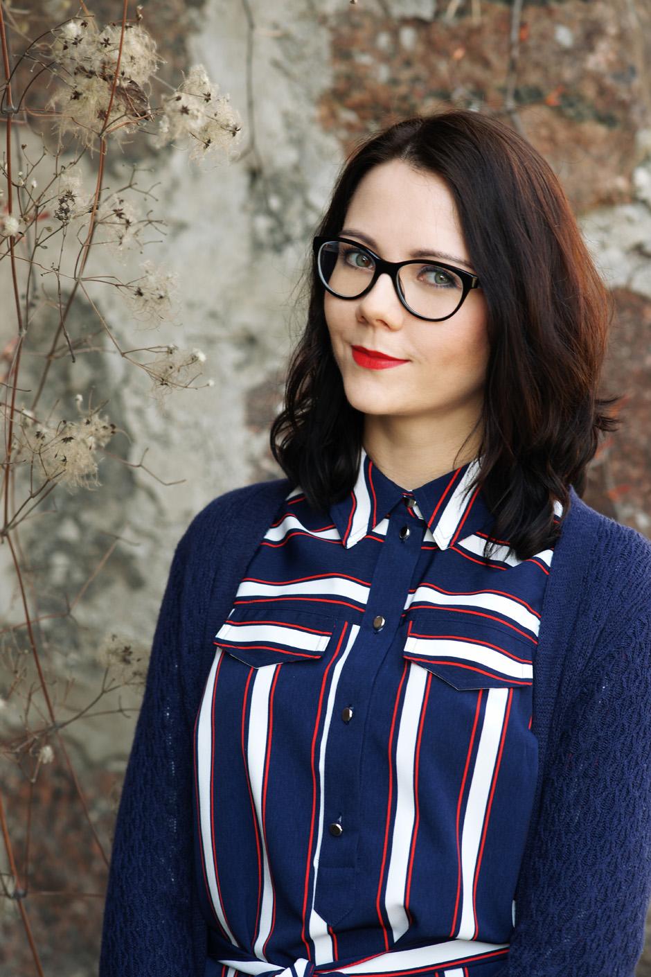 innooka stylizacja szmizjerka długi sweter wiśniowe szpilki (5)