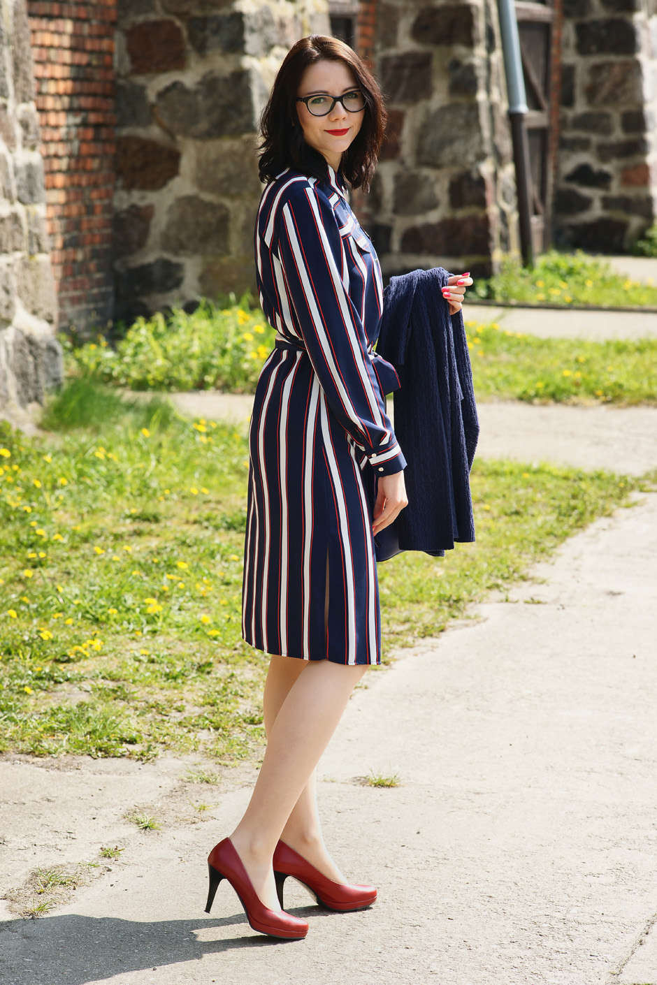 innooka stylizacja szmizjerka długi sweter wiśniowe szpilki (9)