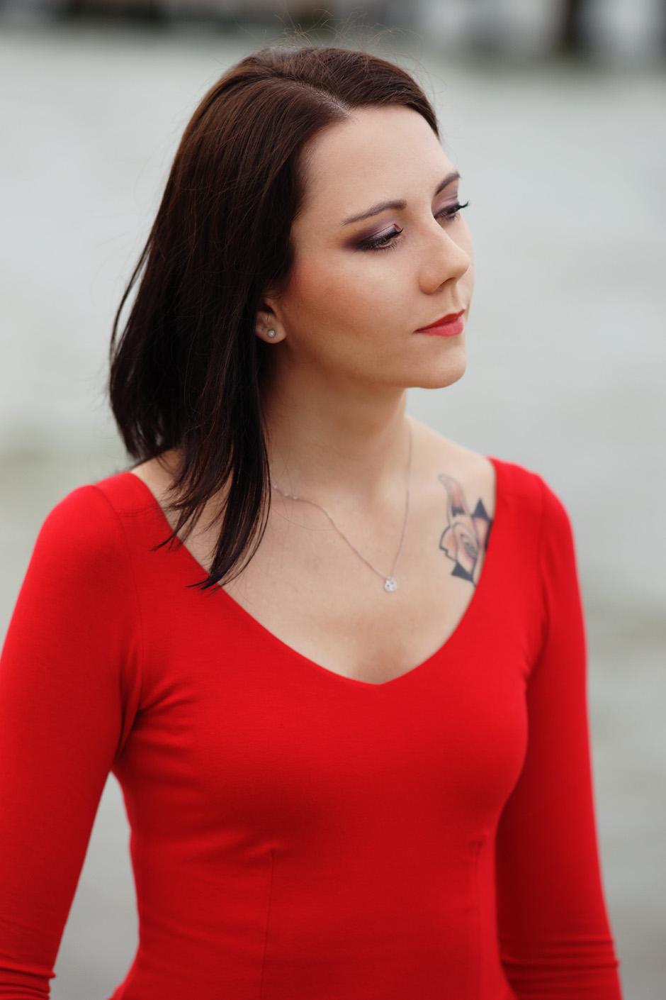 sukienka czerwona risk made in warsaw gotowa na wszystko, pudrowo różowe zaxy (1)