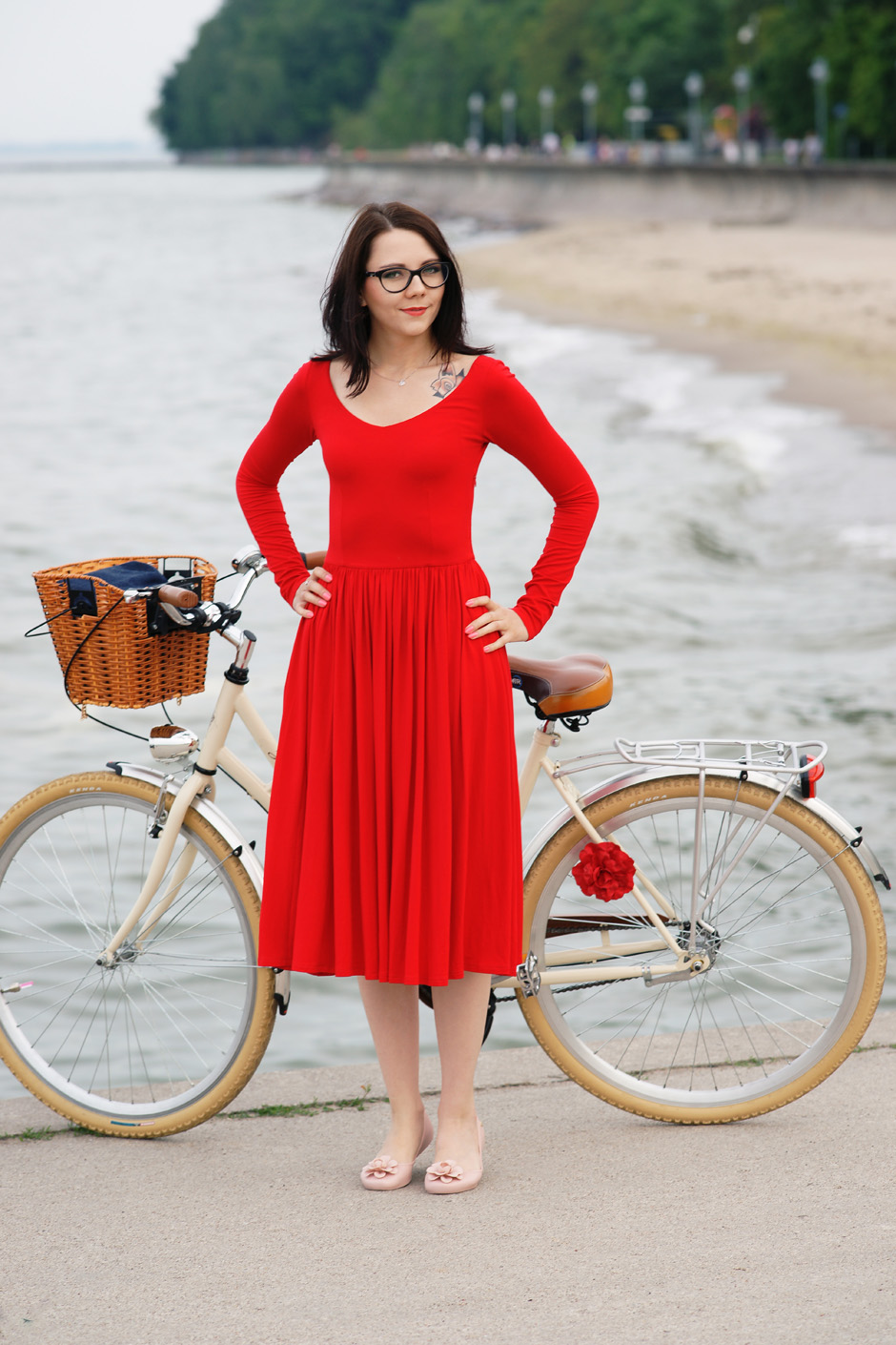 sukienka czerwona risk made in warsaw gotowa na wszystko, pudrowo różowe zaxy (10)