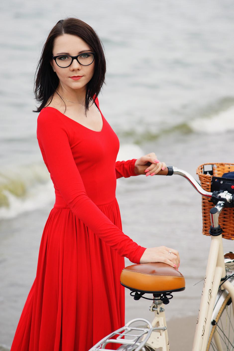 sukienka czerwona risk made in warsaw gotowa na wszystko, pudrowo różowe zaxy (12)