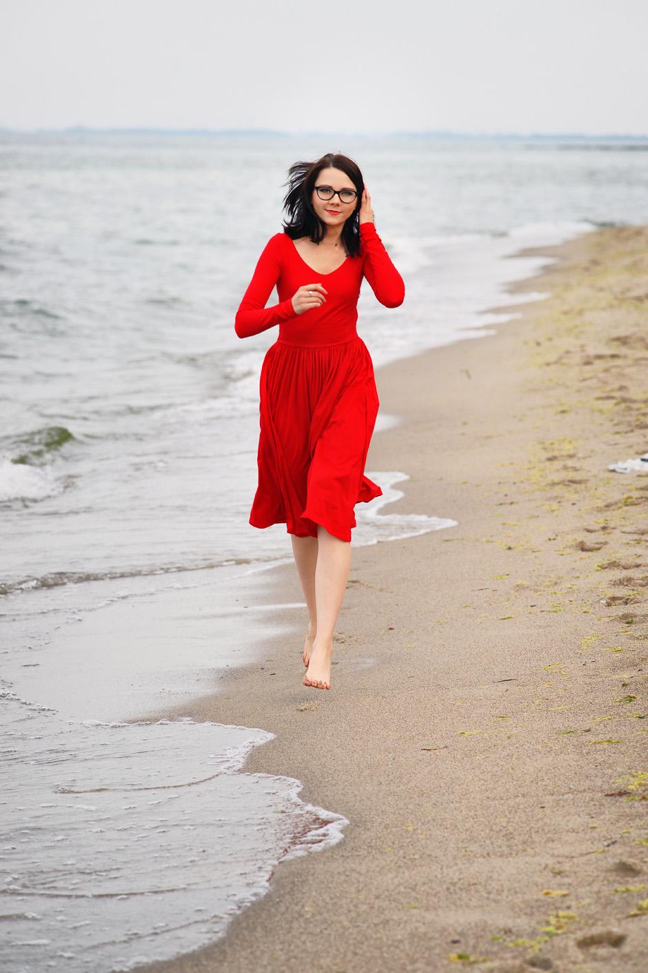 sukienka czerwona risk made in warsaw gotowa na wszystko, pudrowo różowe zaxy (14)