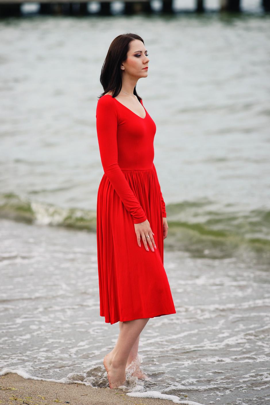 sukienka czerwona risk made in warsaw gotowa na wszystko, pudrowo różowe zaxy (15)