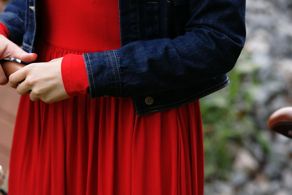 sukienka czerwona risk made in warsaw gotowa na wszystko, pudrowo różowe zaxy (4)