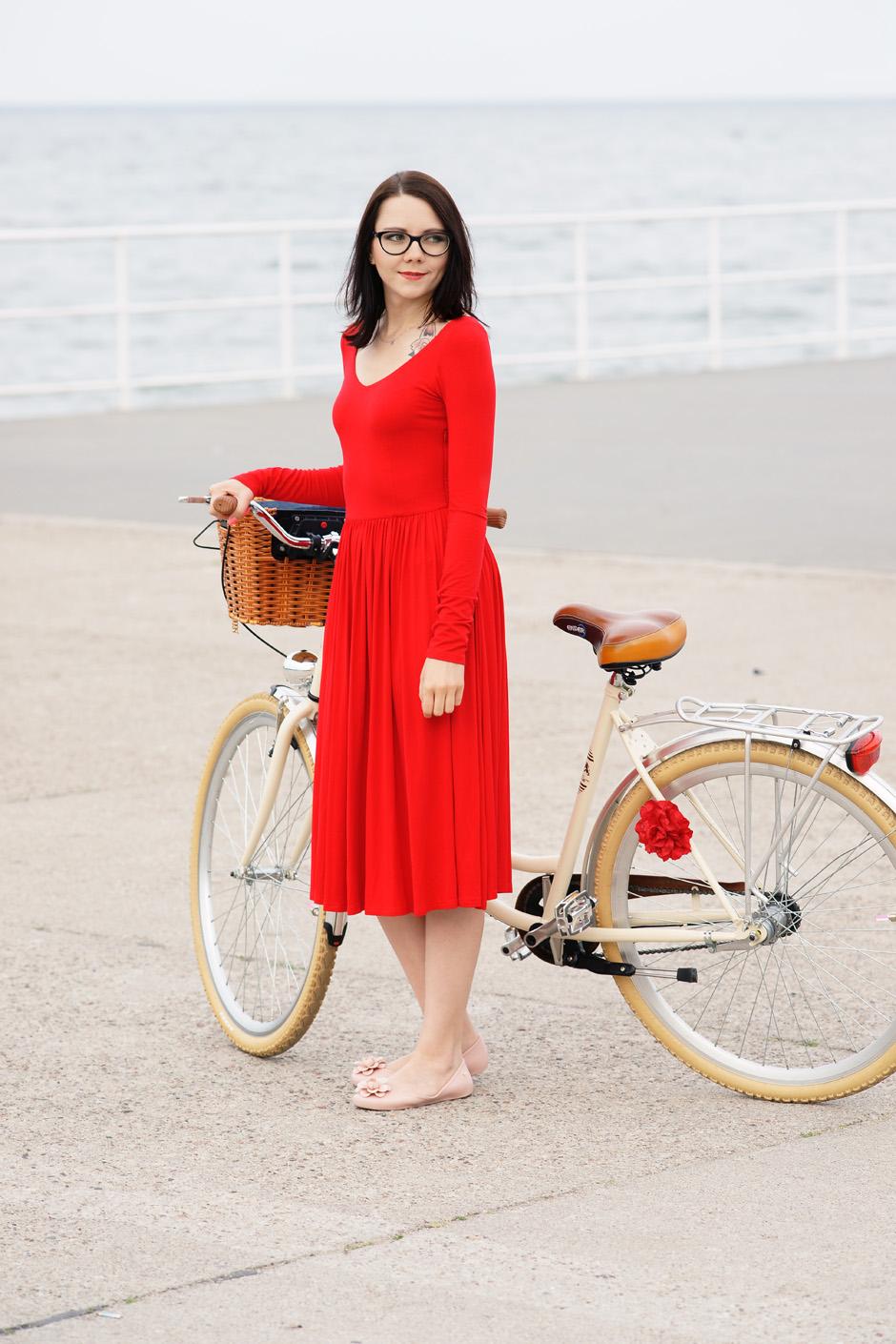 sukienka czerwona risk made in warsaw gotowa na wszystko, pudrowo różowe zaxy (8)