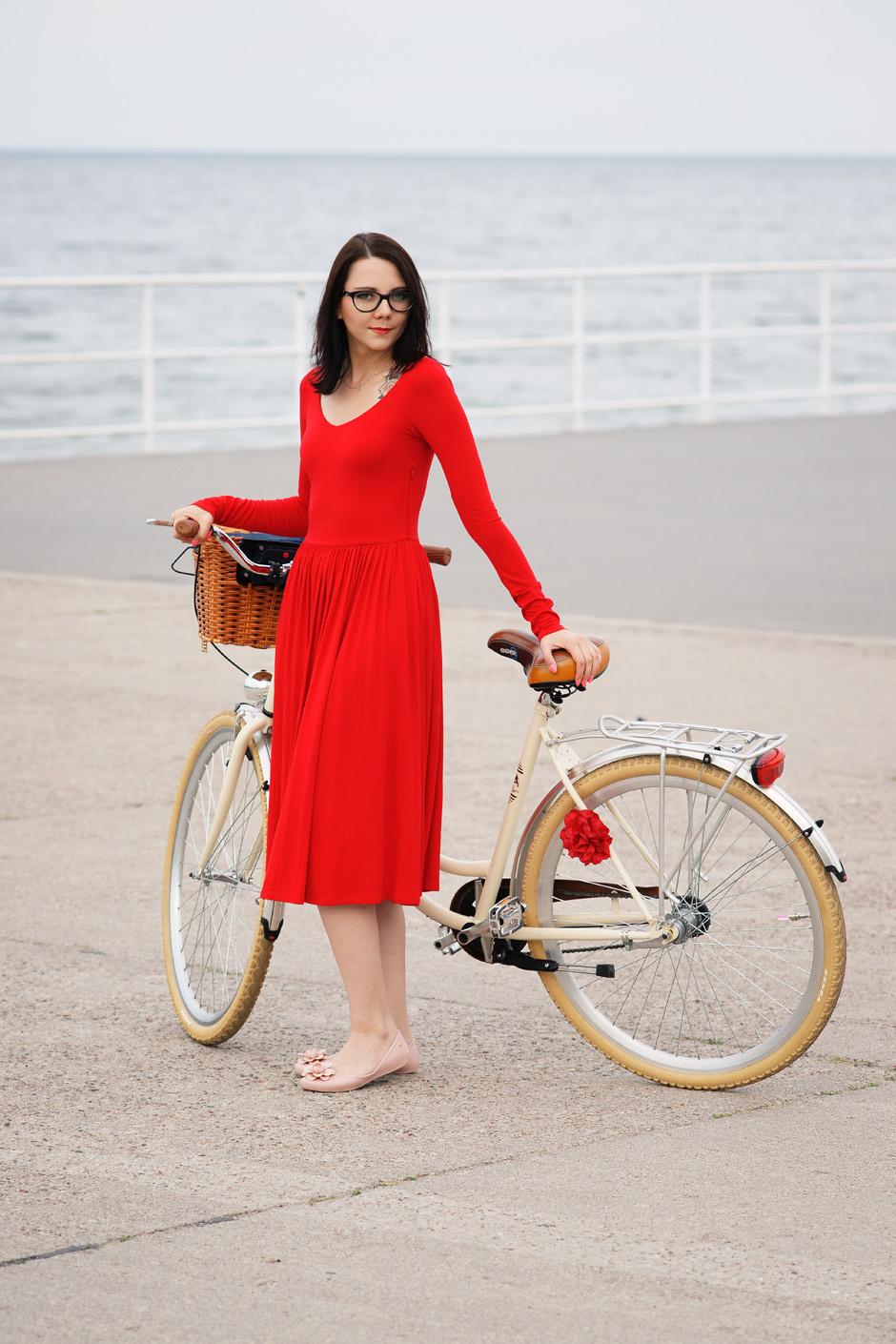 sukienka czerwona risk made in warsaw gotowa na wszystko, pudrowo różowe zaxy (9)
