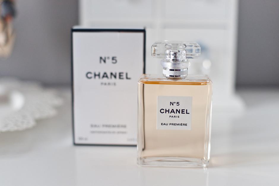 f8c4c6c8afce0 Chanel No 5 eau Premiere to zapach idealny na wieczór, nosiłam go też  często zimą. Jest cieplejszy, bardziej pudrowy i słodki. Kompozycja  pudrowo- kwiatowa.
