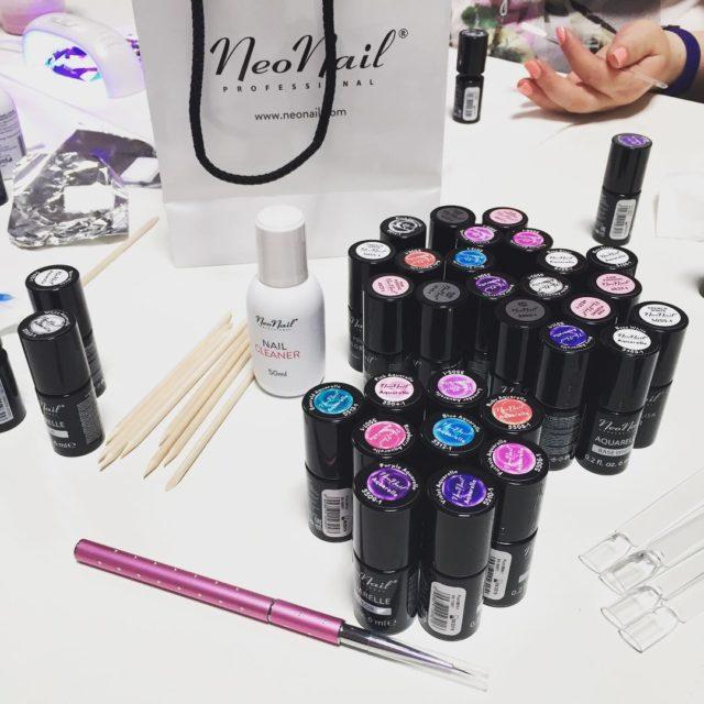 Czarujemy kolorami warsztaty neonail hybrydy paznokcie aquarelle blogerki spotkanie meetbeautyhellip