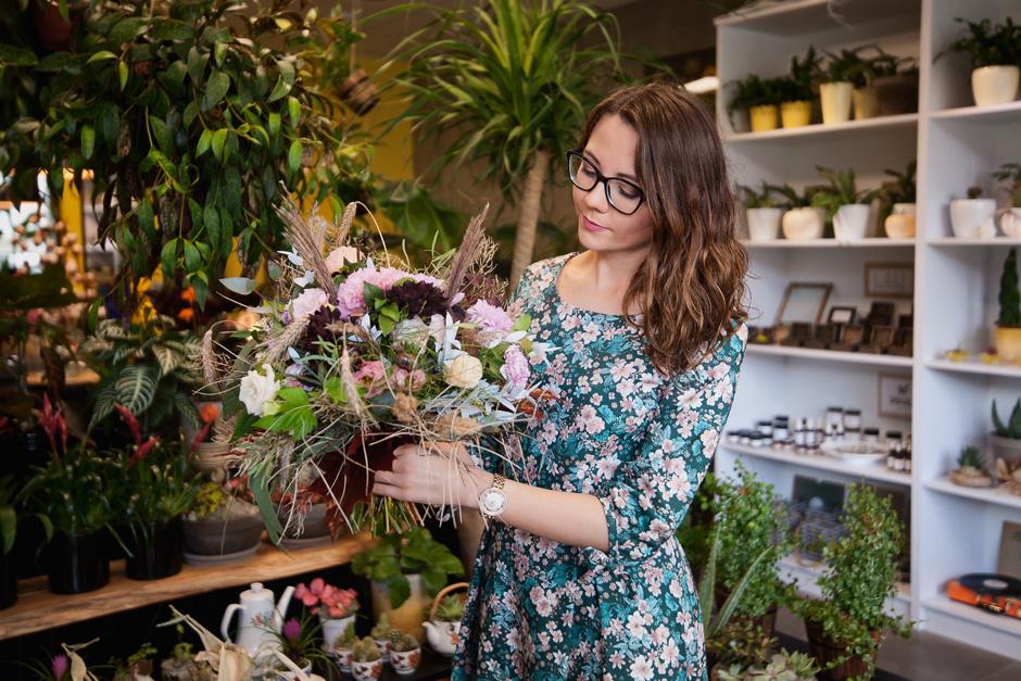 sukienka w kwiaty polskiej marki marie zelie
