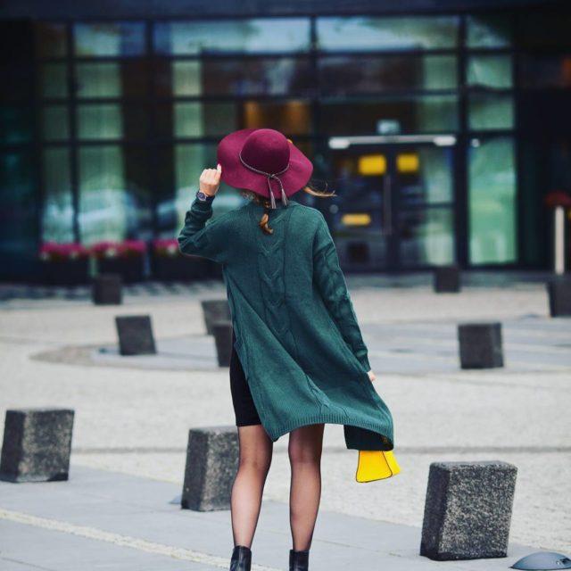 W kolorach jesieni ootd stylizacja polskablogerka kapelusz sweter oversize torebkahellip