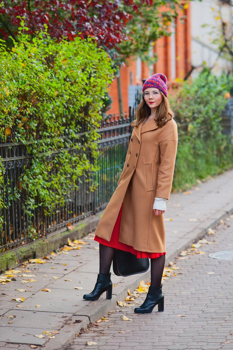 kamelowy beżowy wełniany płaszcz oversize zara