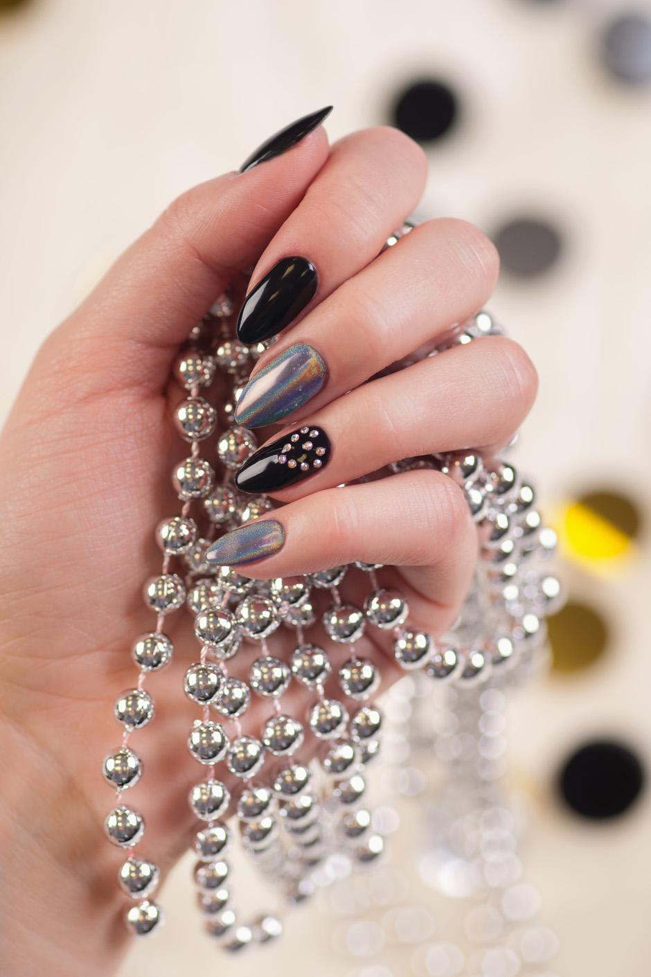hybrydowy sylwestrowy manicure neonail