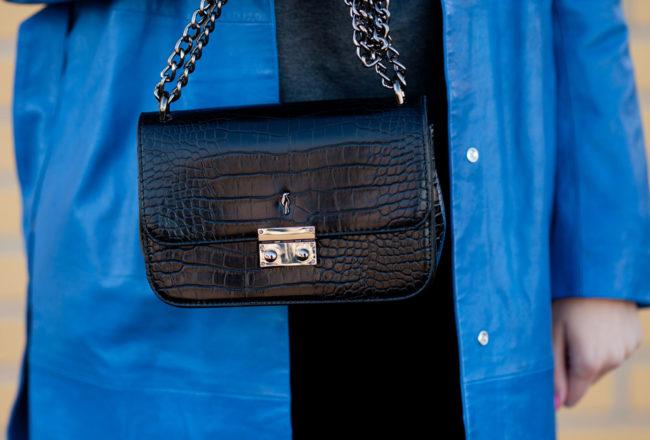 Wielki błękit: skórzany niebieski płaszcz